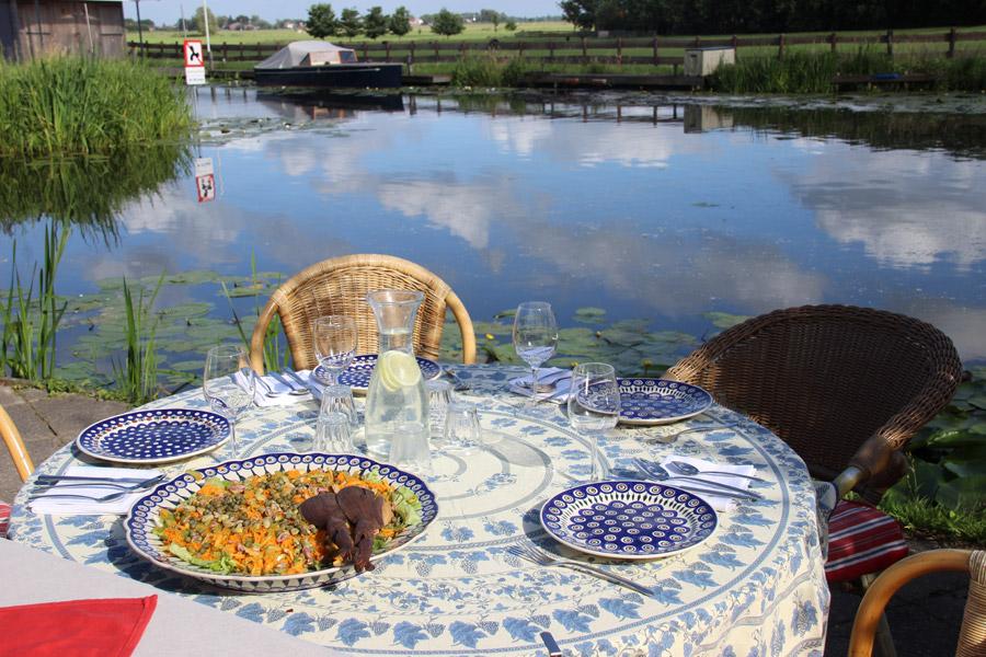 1-ronde-tafel-met-water-900