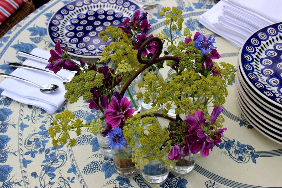 3-bloemen-op-tafel-900